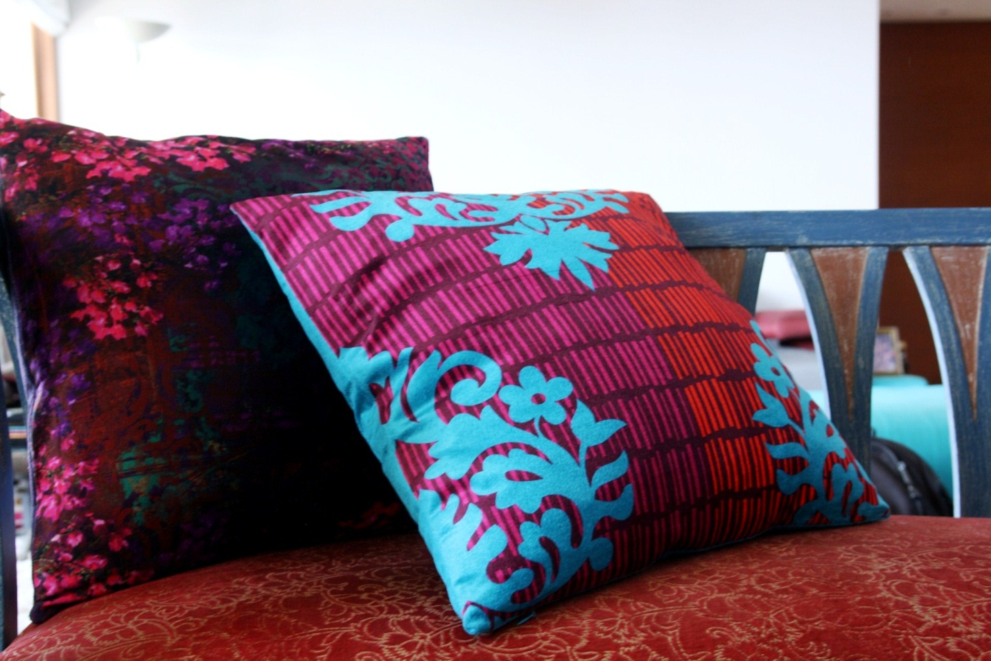 Decorate your home with cushions!